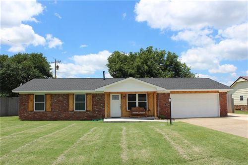 Photo of 1822 Town And Country Drive, Sand Springs, OK 74063 (MLS # 1925529)