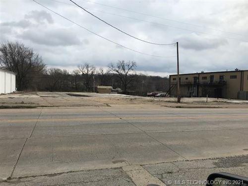 Photo of 825 S Muskogee Avenue, Tahlequah, OK 74464 (MLS # 2115591)