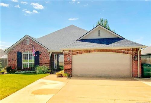 Photo of 5334 S Redbud Drive, Sand Springs, OK 74063 (MLS # 2028606)