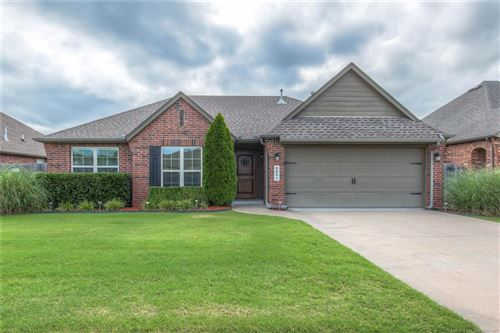 Photo of 8001 S Fir Place, Broken Arrow, OK 74011 (MLS # 1925642)