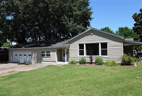 Photo of 860 Chickasaw Place, Sallisaw, OK 74955 (MLS # 2118733)