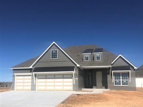 Photo of 800 E Edgewater Place, Broken Arrow, OK 74014 (MLS # 2003743)