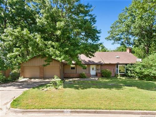 Photo of 2213 Skyline Drive, Bartlesville, OK 74006 (MLS # 2023820)