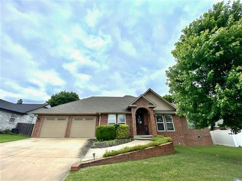 Photo of 605 S Oak Avenue, Tahlequah, OK 74464 (MLS # 2111869)