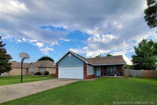 Photo of 616 W Dogwood Street, Coweta, OK 74429 (MLS # 2023882)
