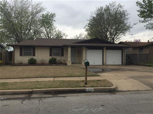 Photo of 1620 S 125TH East Avenue, Tulsa, OK 74128 (MLS # 1911911)