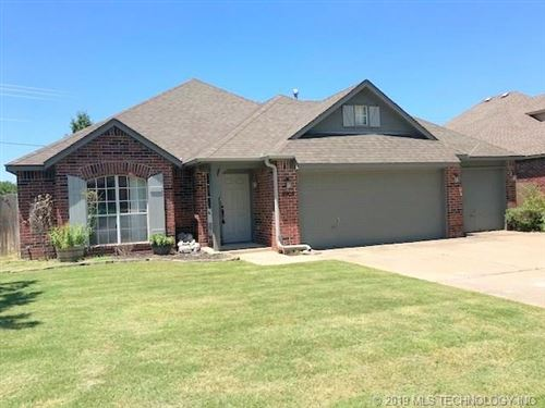 Photo of 9908 N 114th Avenue, Owasso, OK 74055 (MLS # 1924954)