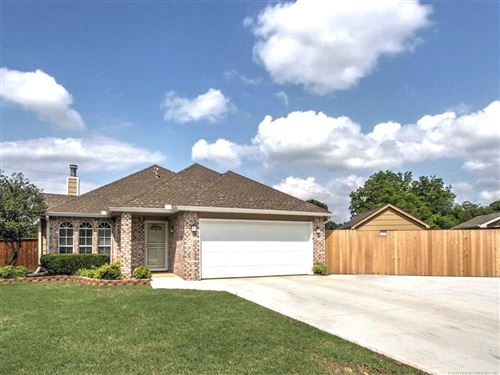 Photo of 301 W 35th Place, Sand Springs, OK 74063 (MLS # 1917992)