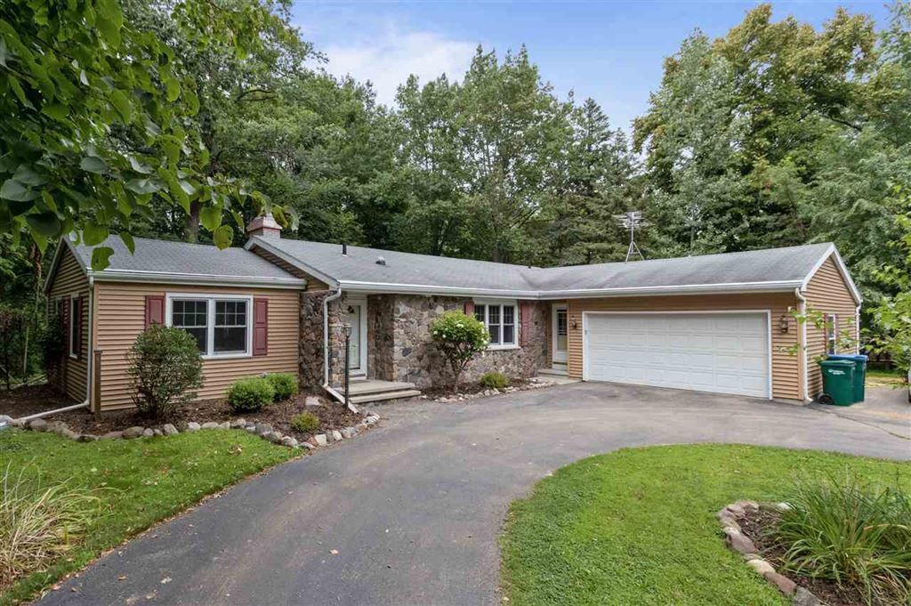 Photo for 33 PARKVIEW Drive, APPLETON, WI 54913 (MLS # 50210002)