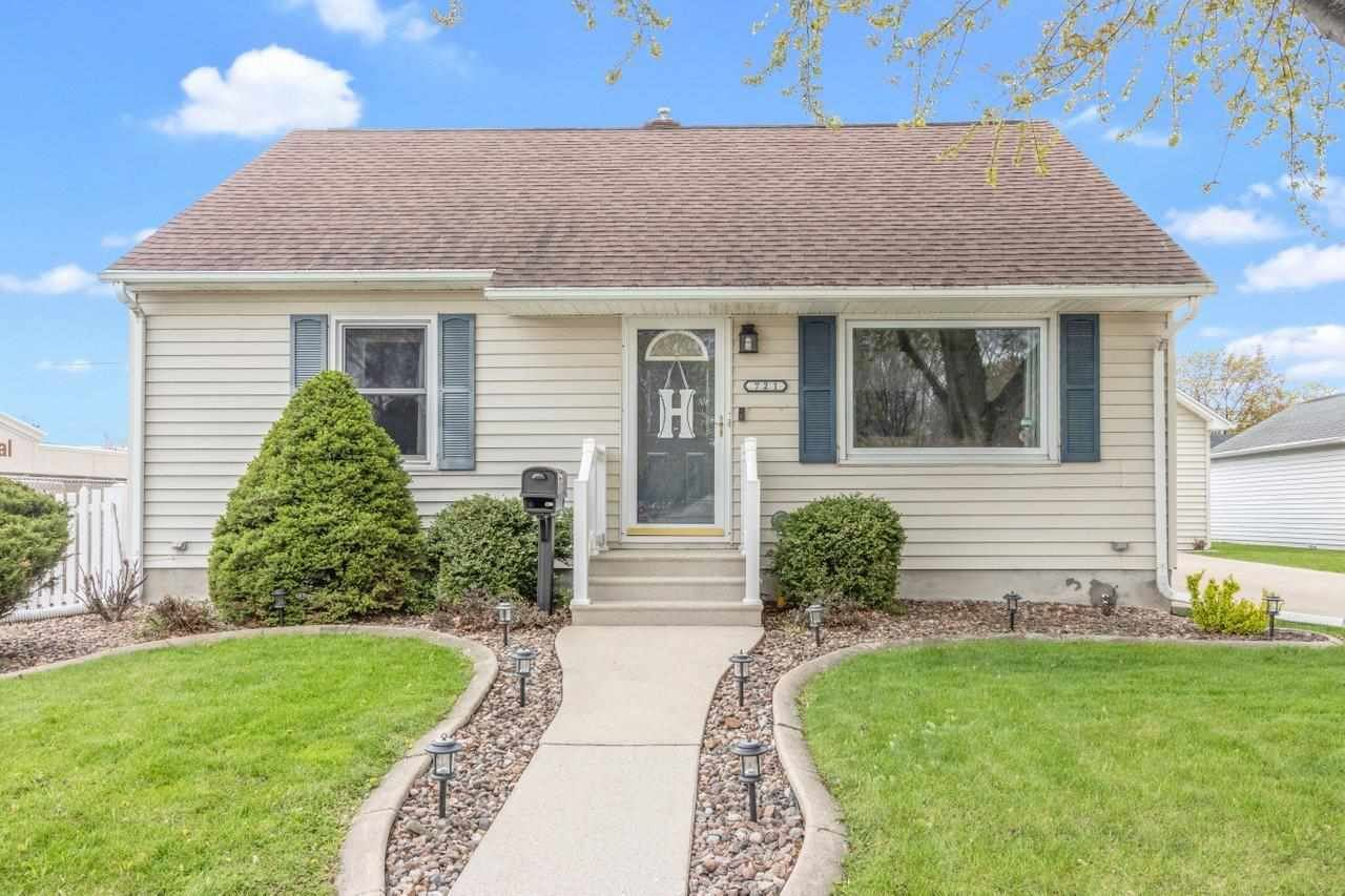 721 S ONEIDA Street, Green Bay, WI 54304 - MLS#: 50240008