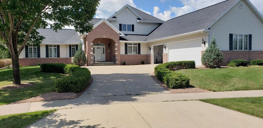 Photo for 47 BELLEVUE Place, APPLETON, WI 54913 (MLS # 50217019)