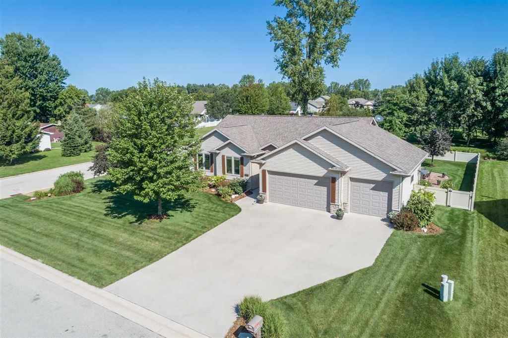 Photo for 1430 W CASUAL Court, APPLETON, WI 54913 (MLS # 50210027)