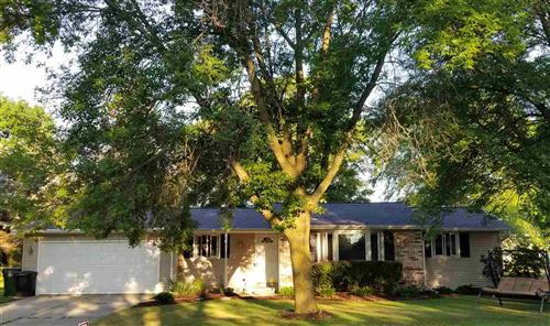 Photo of 979 PAWN Drive, GREEN BAY, WI 54313 (MLS # 50227040)