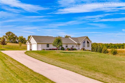 Photo of 510 EVERGREEN Road, MOUNT CALVARY, WI 53057 (MLS # 50230045)