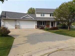 Photo of 142 OMBRE ROSE Drive, COMBINED LOCKS, WI 54113 (MLS # 50204054)