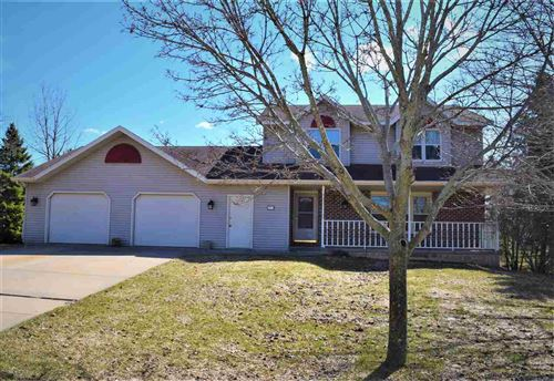 Photo of 2974 BLUE SPRUCE Drive, GREEN BAY, WI 54311 (MLS # 50220060)