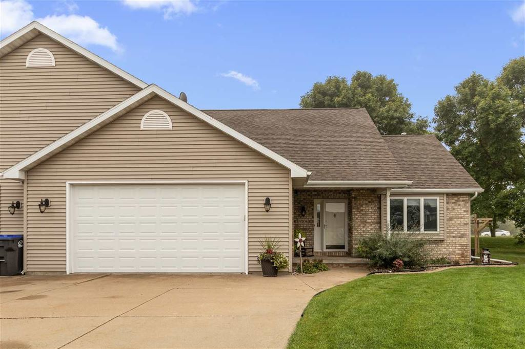 Photo for N506 WILLOW CREST Court, APPLETON, WI 54915 (MLS # 50211075)