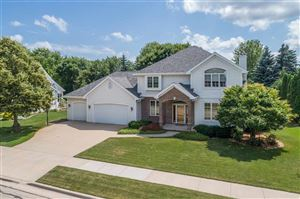 Photo of 689 YORKSHIRE Road, NEENAH, WI 54956 (MLS # 50207088)