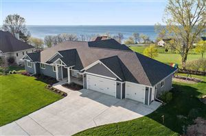 Photo of 3321 COTTAGE HILL Drive, GREEN BAY, WI 54311 (MLS # 50203095)