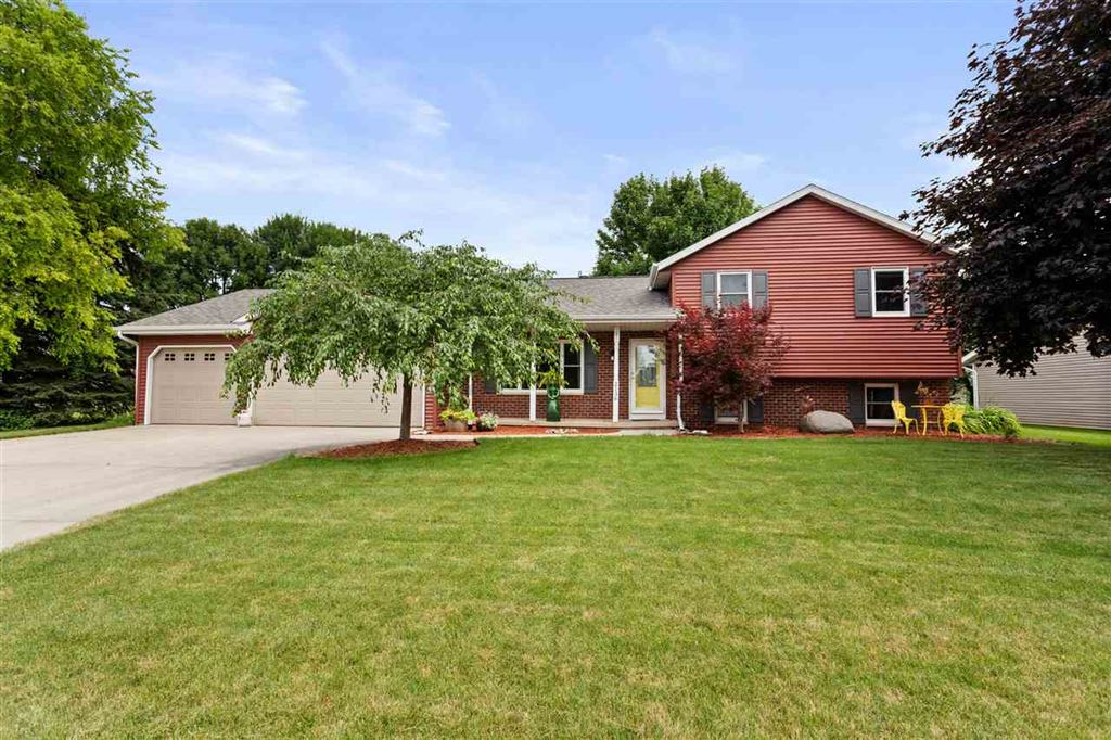 Photo for 2136 W ROSELAWN Drive, APPLETON, WI 54914 (MLS # 50207111)