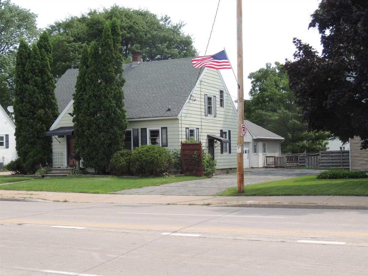 Photo of 2102 N RICHMOND Street, APPLETON, WI 54911 (MLS # 50244138)