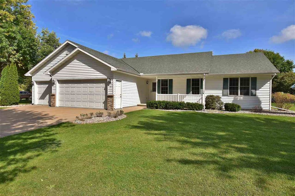 Photo for 11 WEATHERSTONE Drive, APPLETON, WI 54914 (MLS # 50211141)