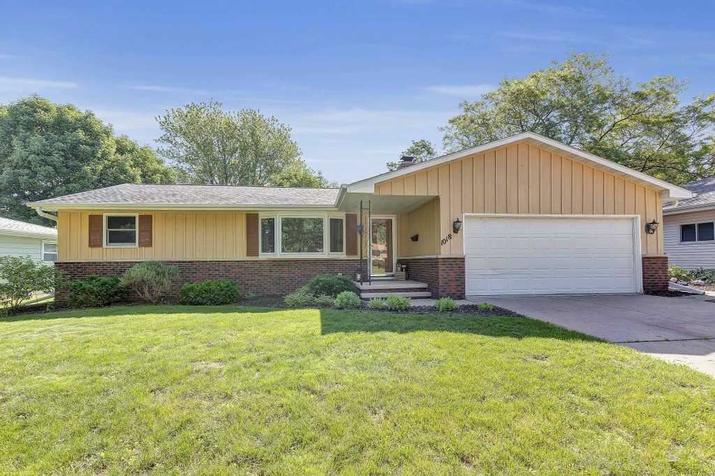 Photo for 1018 S MIDPARK Drive, APPLETON, WI 54915 (MLS # 50207154)