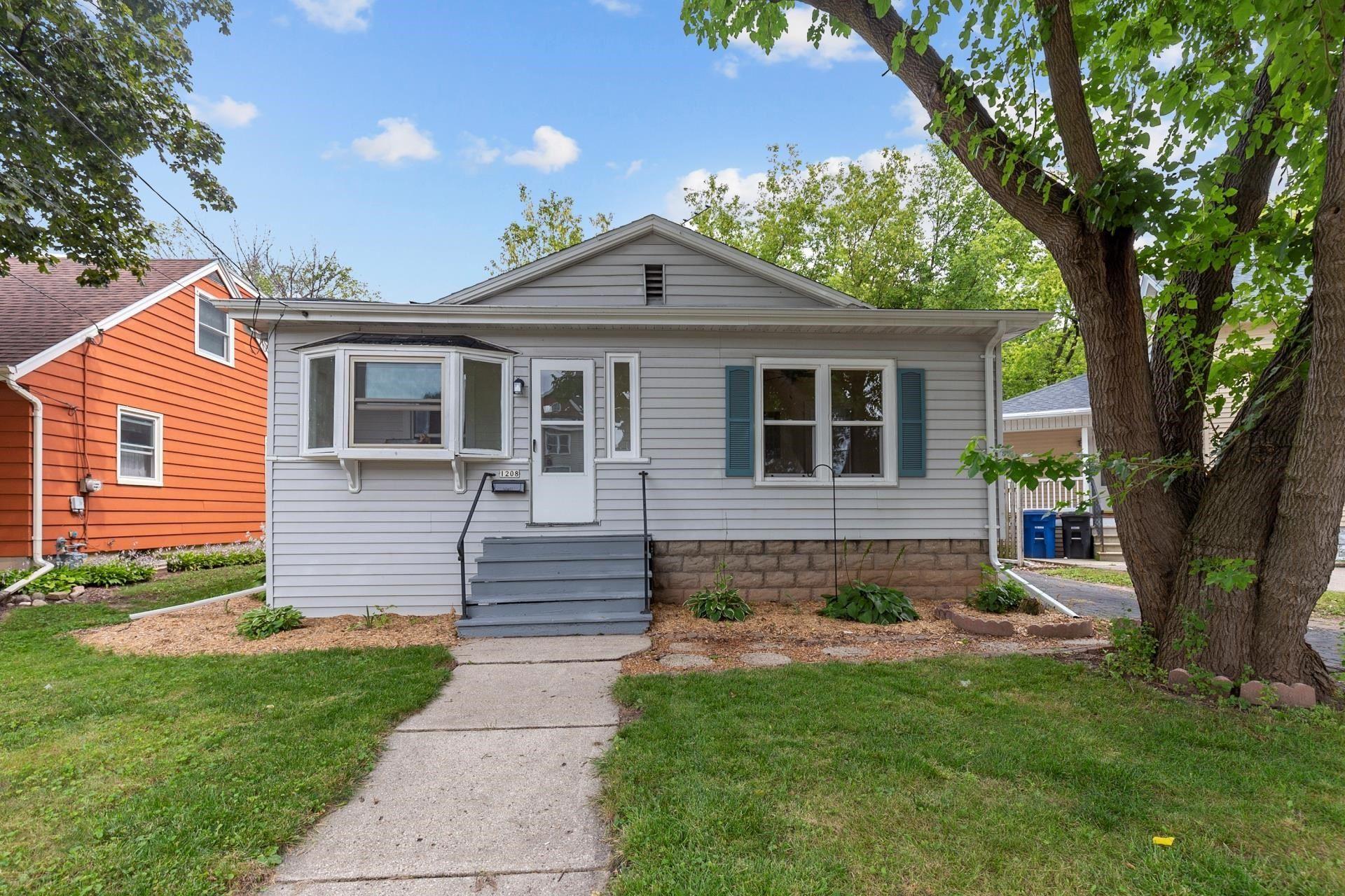1208 ELMWOOD Avenue, Oshkosh, WI 54901 - MLS#: 50247160