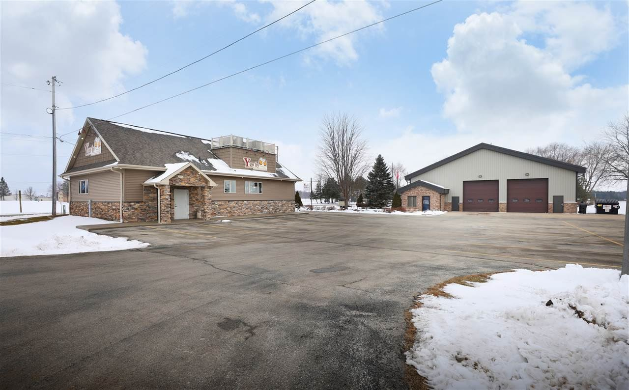 Photo for W4506 HWY S, APPLETON, WI 54913 (MLS # 50234162)