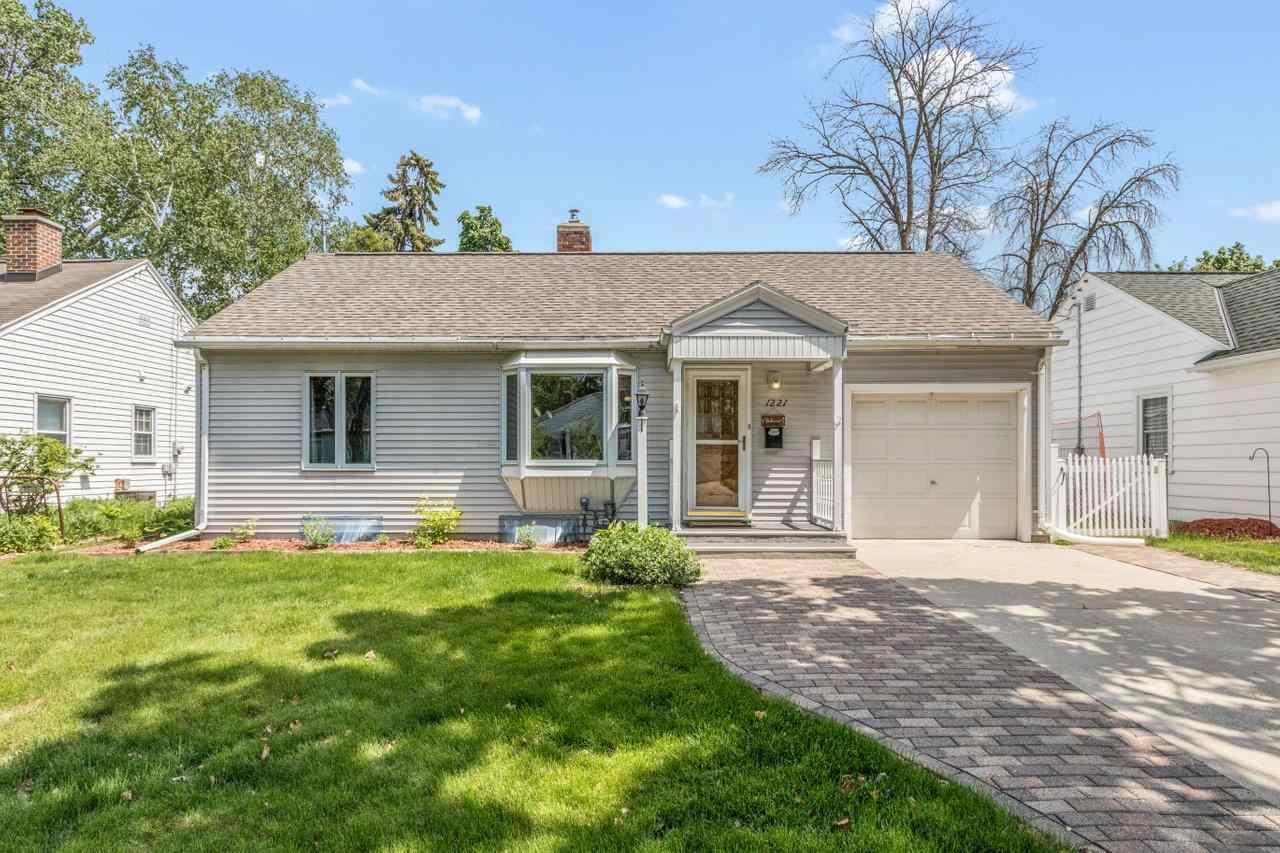 1221 MARQUETTE Avenue, Green Bay, WI 54304 - MLS#: 50242171