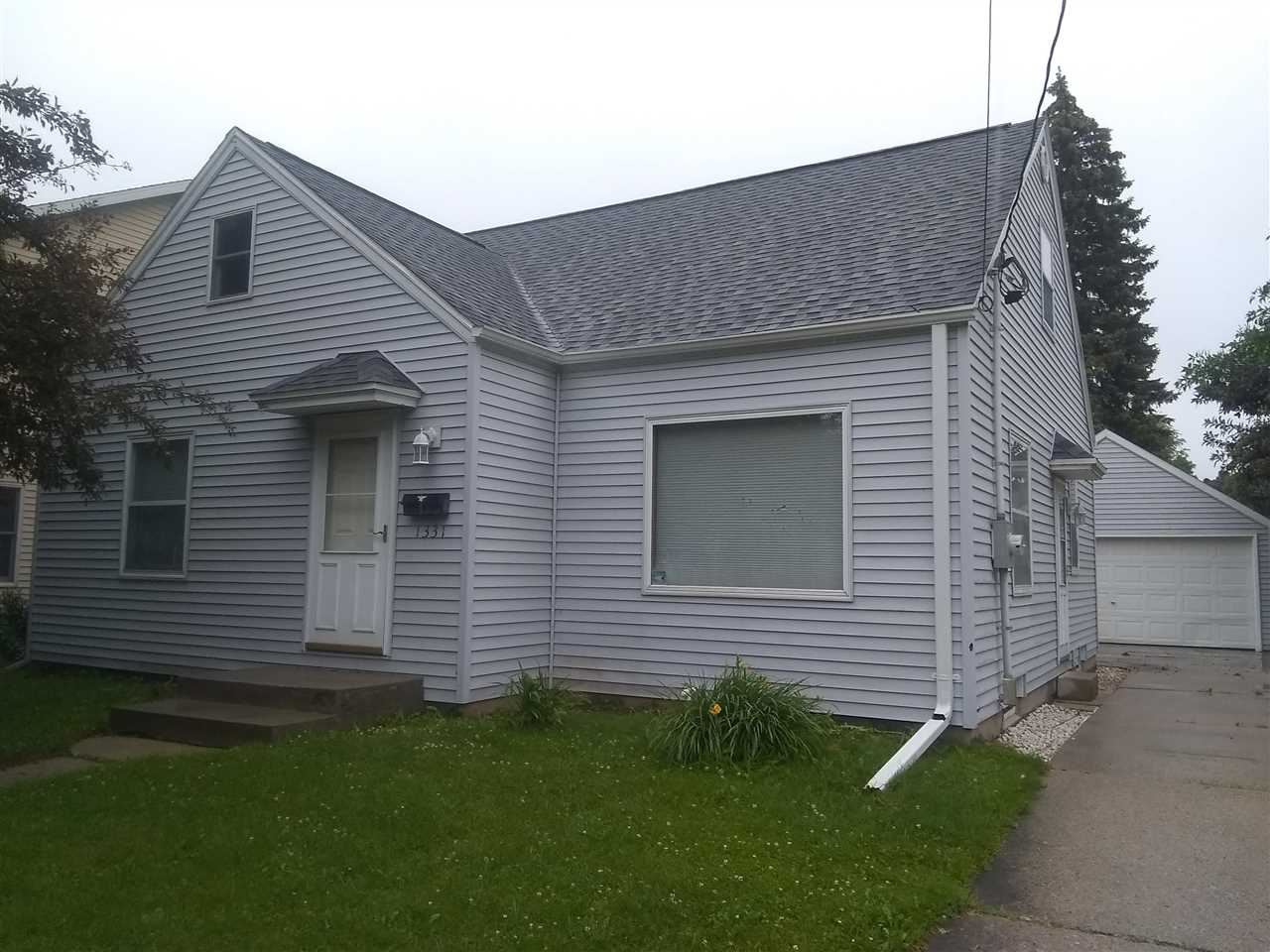 Photo for 1331 W SPRING Street, APPLETON, WI 54914 (MLS # 50243182)