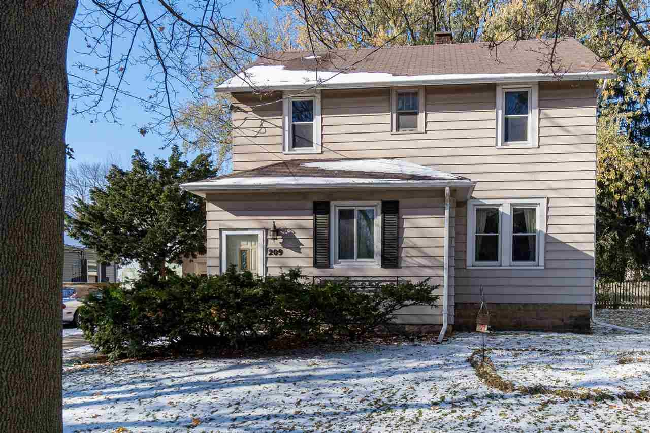 Photo for 209 N OUTAGAMIE Street, APPLETON, WI 54914 (MLS # 50216184)
