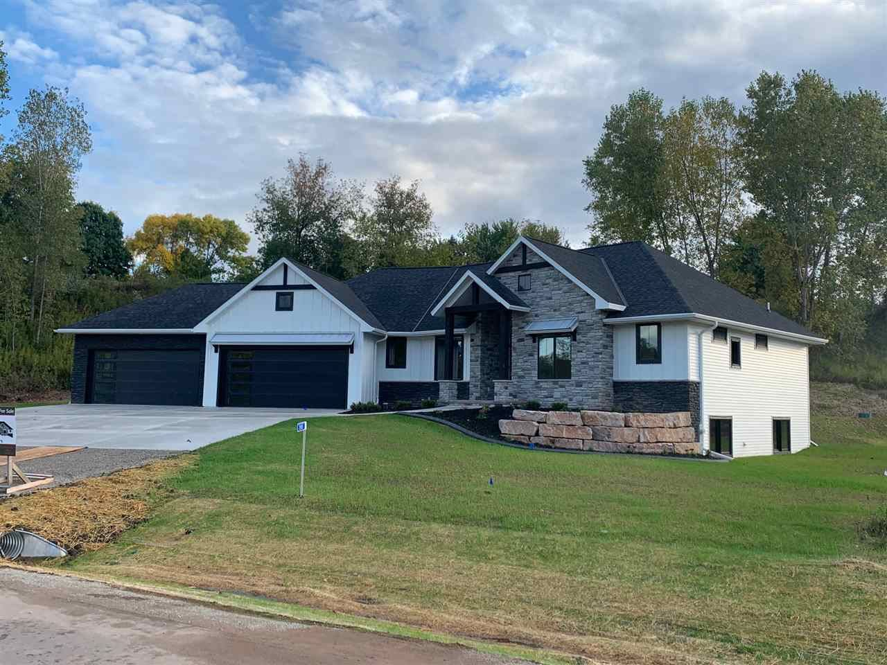 2505 BREEZEWAY BLUFF Court, Suamico, WI 54313 - MLS#: 50234213