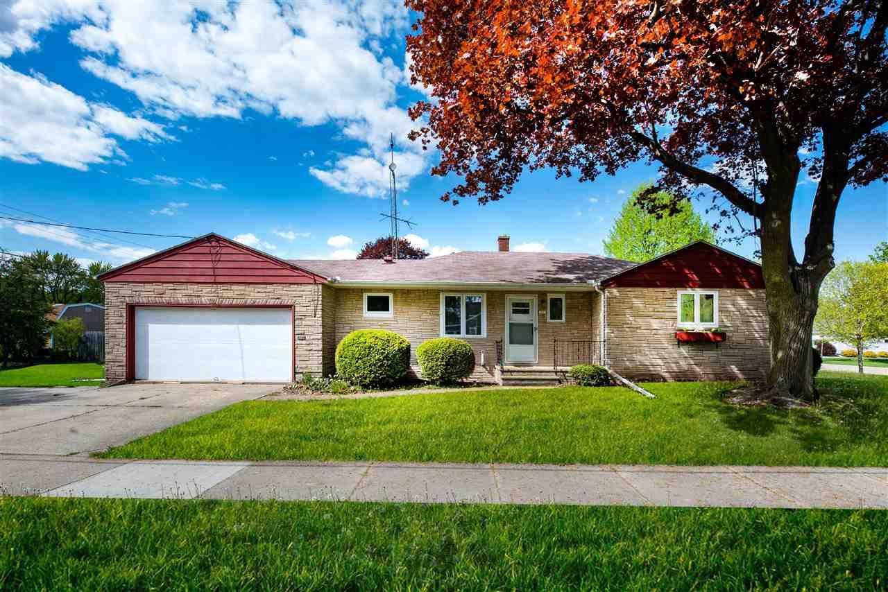 1018 E BENT Avenue, Oshkosh, WI 54901 - MLS#: 50240220