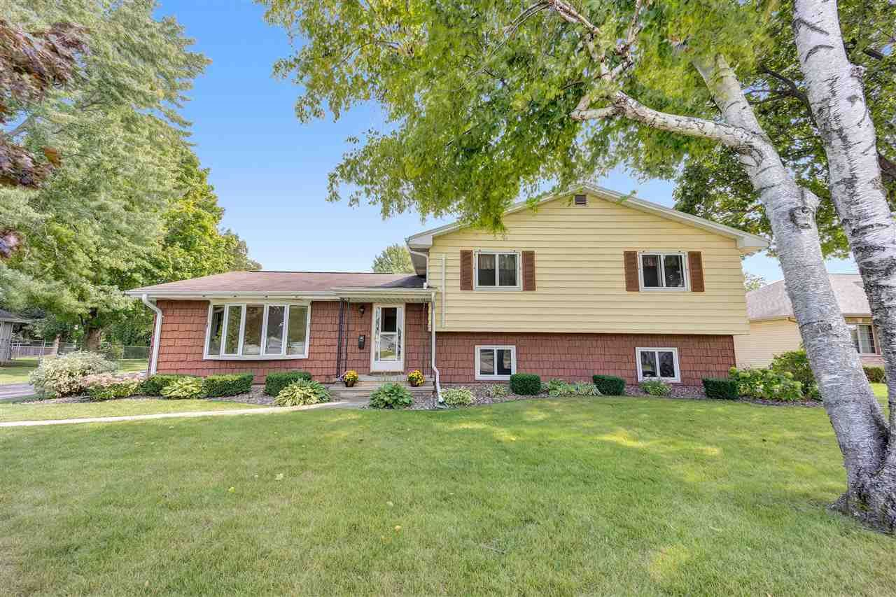 1700 BLUEBIRD Lane, Kaukauna, WI 54130 - MLS#: 50231236