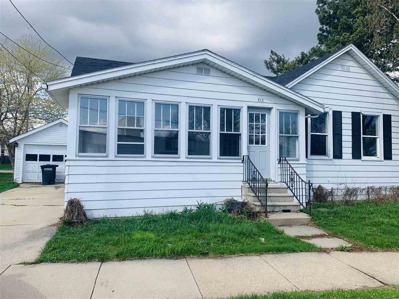 816 SCHOOL Avenue, Oshkosh, WI 54901 - MLS#: 50238239