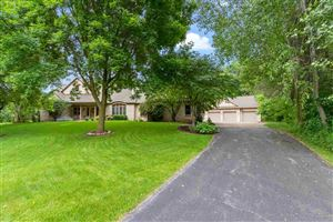 Photo of 3310 HAVEN Place, GREEN BAY, WI 54313 (MLS # 50183244)