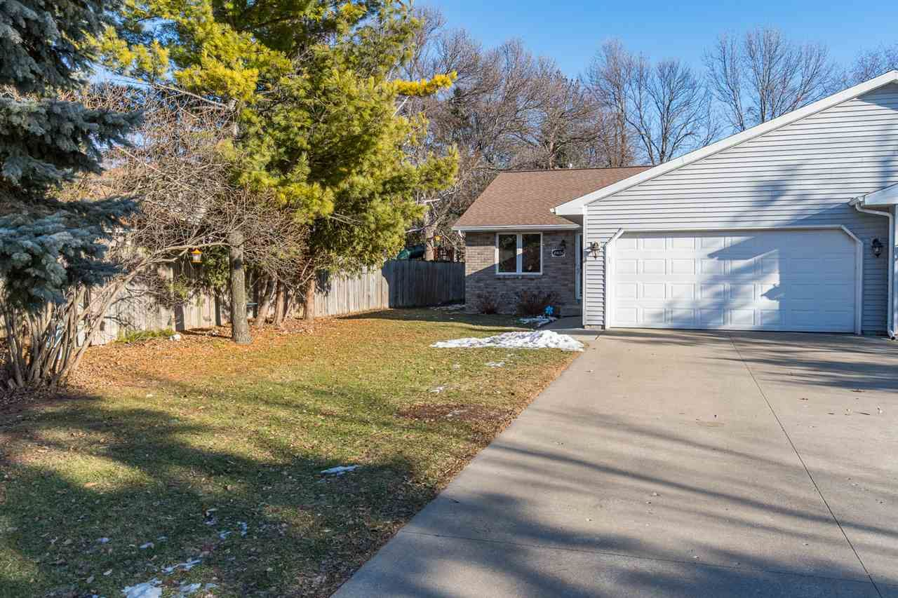 Photo for 2408 S KERRY Lane, APPLETON, WI 54915 (MLS # 50215258)