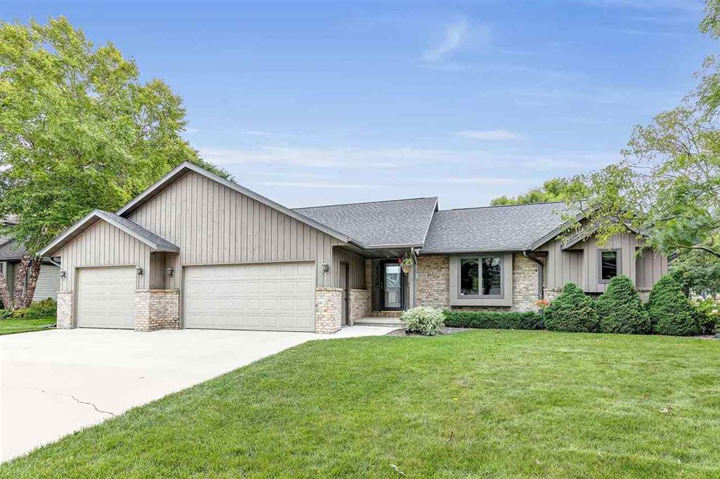 Photo for 2601 E DIETZEN Drive, APPLETON, WI 54915 (MLS # 50210262)