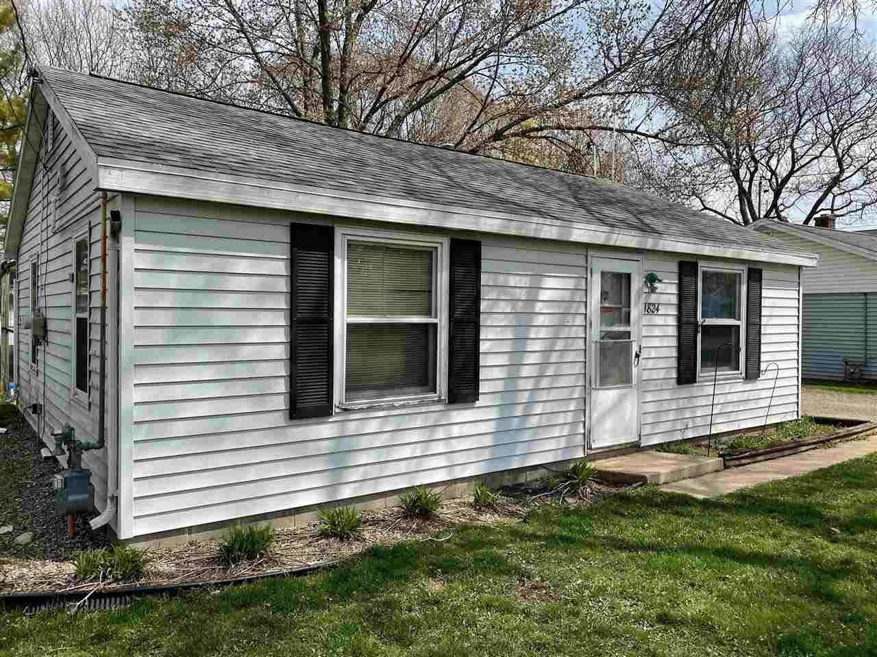 1824 MICHIGAN Street, Oshkosh, WI 54902 - MLS#: 50239265
