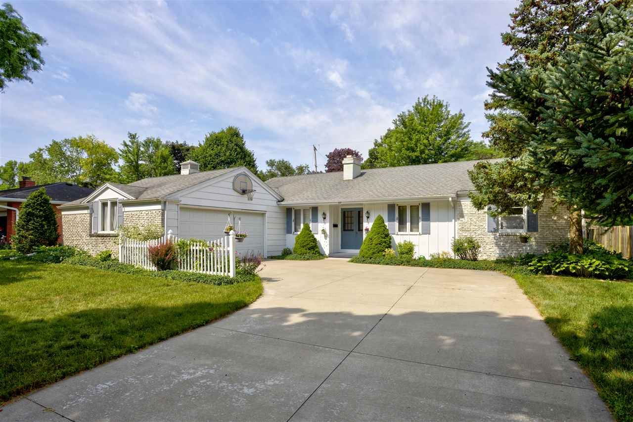 Photo for 57 SOUTH MEADOWS Drive, APPLETON, WI 54915 (MLS # 50225278)