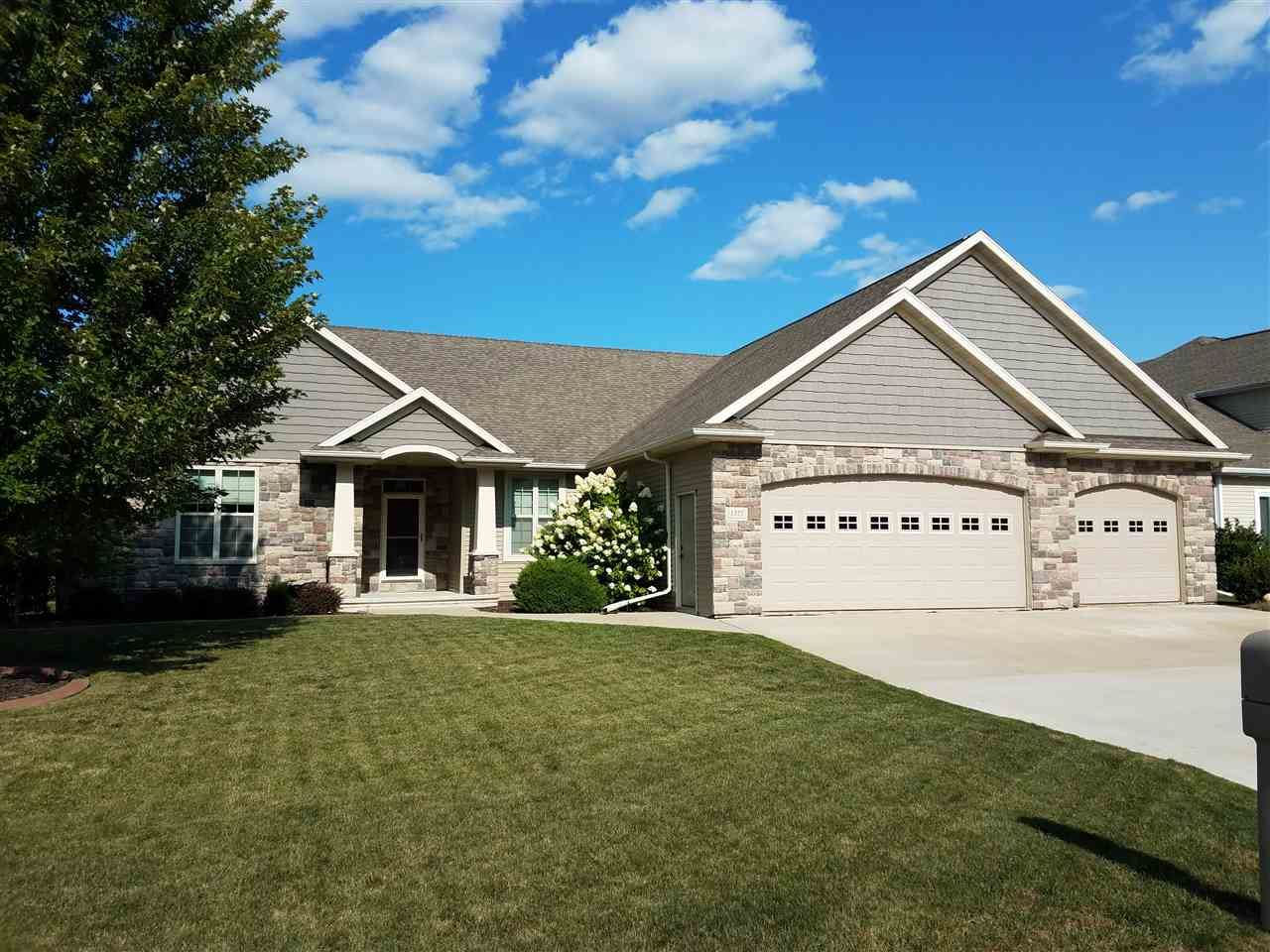 1371 WHISPERING PINES Lane, Neenah, WI 54956 - MLS#: 50238287