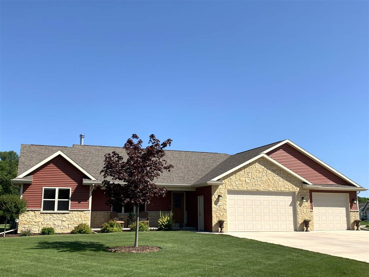 Photo for W5256 NATURES WAY Drive, SHERWOOD, WI 54169 (MLS # 50209289)