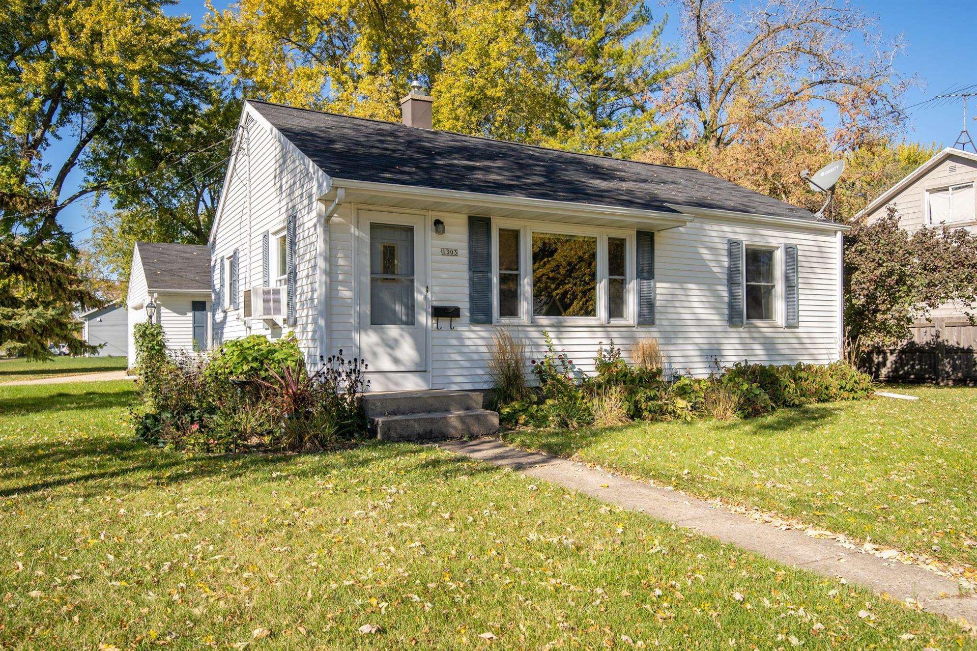 1303 GRAND Street, Oshkosh, WI 54901 - MLS#: 50250309