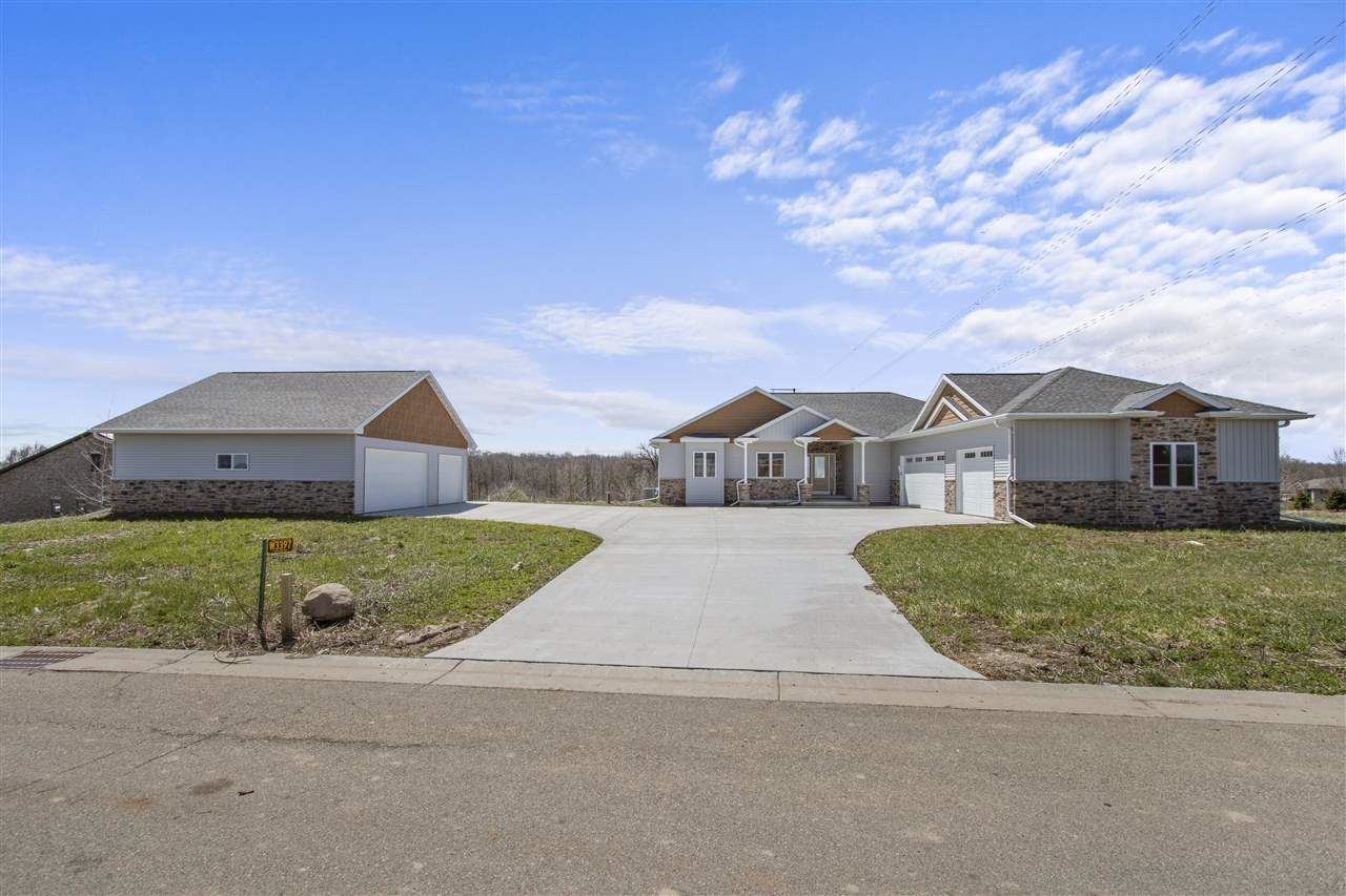 Photo for W3397 OUTLOOK Drive, APPLETON, WI 54913 (MLS # 50221315)