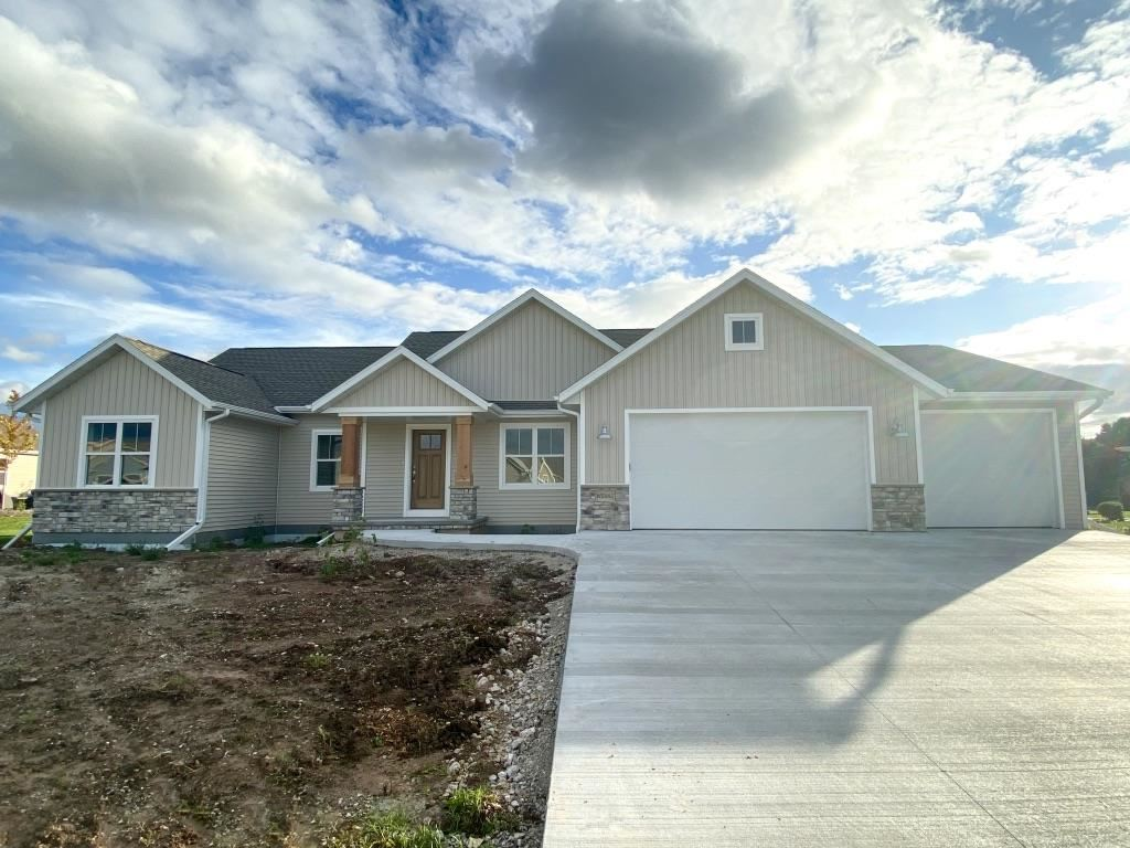 Photo for W5085 NATURES WAY Drive, SHERWOOD, WI 54169 (MLS # 50208317)