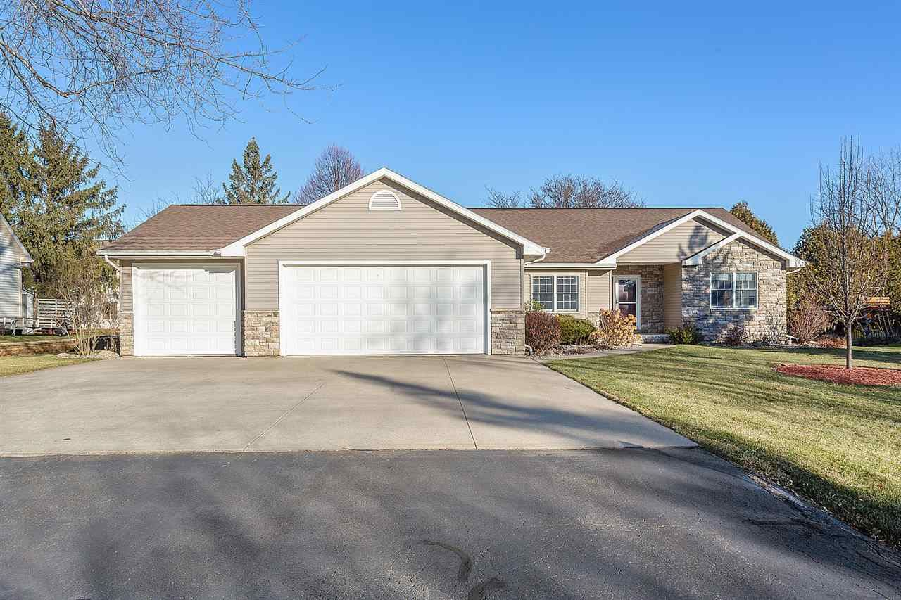 Photo for W6148 LONG Court, APPLETON, WI 54914 (MLS # 50233325)