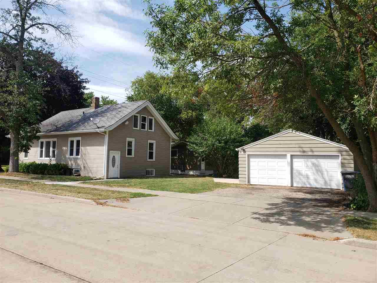 1000 GRAND Street, Oshkosh, WI 54901 - MLS#: 50228326