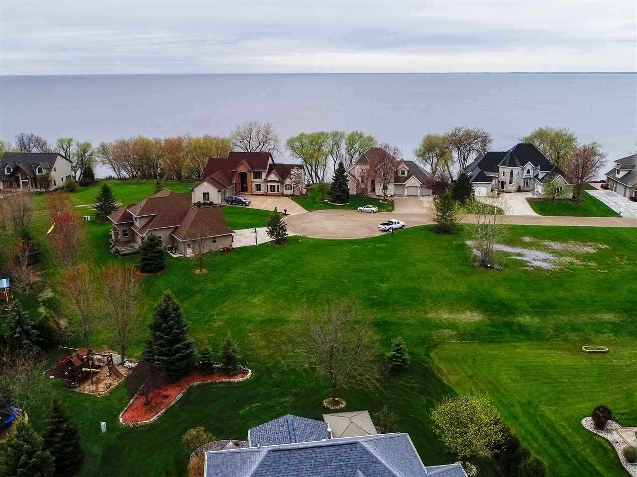 Photo for N7844 EDGEWATER Court, SHERWOOD, WI 54169 (MLS # 50230326)