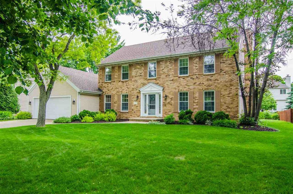 Photo for 1118 E RUSTIC Road, APPLETON, WI 54911 (MLS # 50205350)